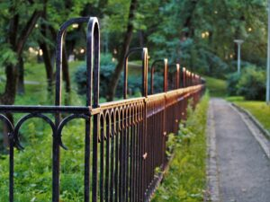 Fence in Spanish
